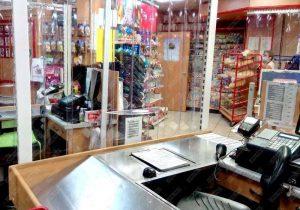 folie PVC transparent in magazin de cartier